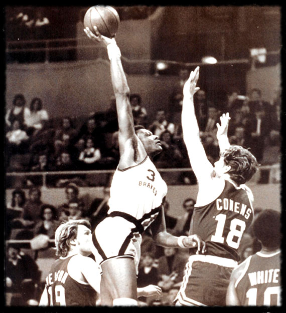 Elmore Smith vs. Dave Cowens